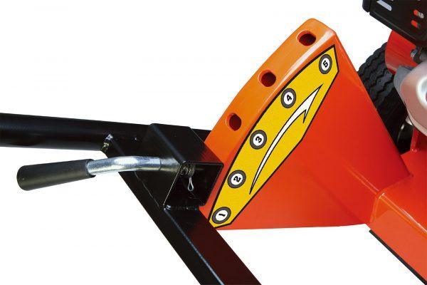Ručica za podešavanje nagiba rukohvata mašine, promenom položaja možete promeniti nagib noža i imati zahvat od -229mm do +534mm u odnosu na površinu zemlje
